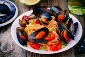 Mussels on spaghetti noodles