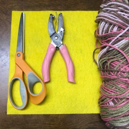 How to Make a No Sew Mini Pouch - supplies