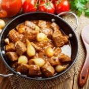 Greek Stifatho in a pan.