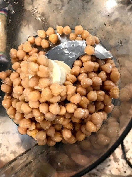 drained chick peas in processor