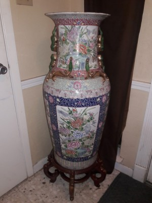 Determining the Value of an Antique Chinese Vase - tall ornate vase on a stand