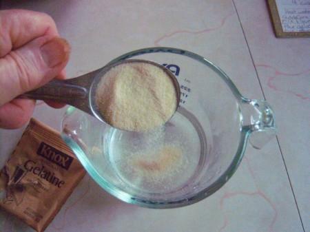 Bird Seed Heart Wedding Favors - add powdered gelatin to warm water