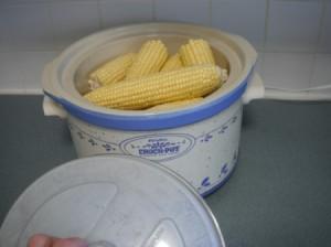 6 ears of raw corn in a crockpot.