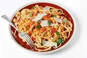 Spaghetti with chickpeas.