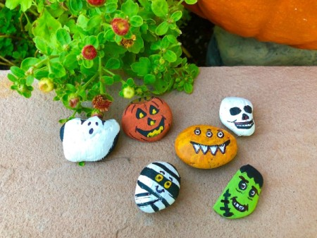 Decorative Halloween Stones - finished stones, note eyes and mouth on mummy