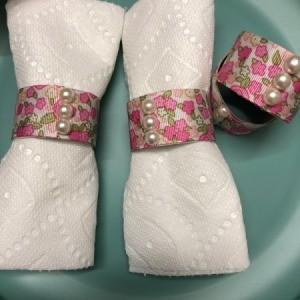 Paper Tube Napkin Rings - white napkins inside the rings