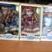 Identifying Porcelain Dolls - 5 small porcelain dolls in boxes