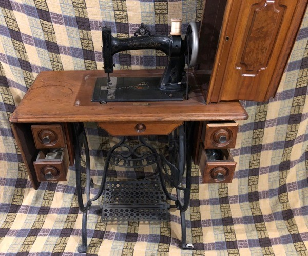 Determining the Value of an Older Sewing Machine | ThriftyFun