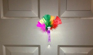 Clothespin Turkey Magnets and Place Card Holders - magnetic turkey on door