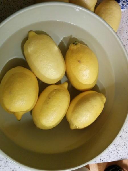 washing Lemons