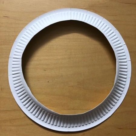 Kids' Cutout Paper Wreath - cut out the center of the plate
