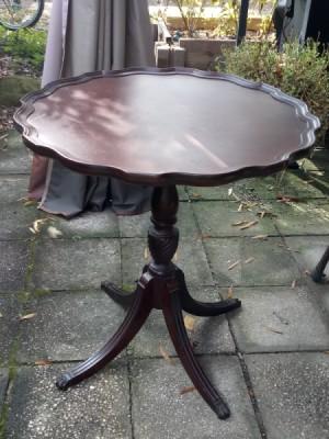 Value of a Brandt Mahogany Pie Crust Table - four legged pedestal pie crust table