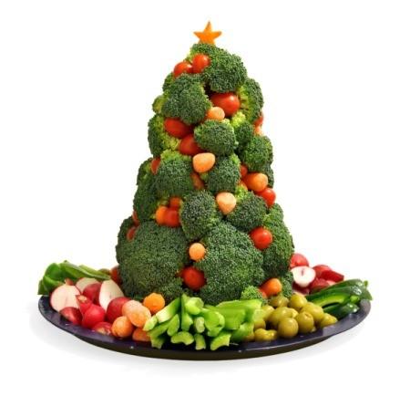 Christmas tree made with veggies.