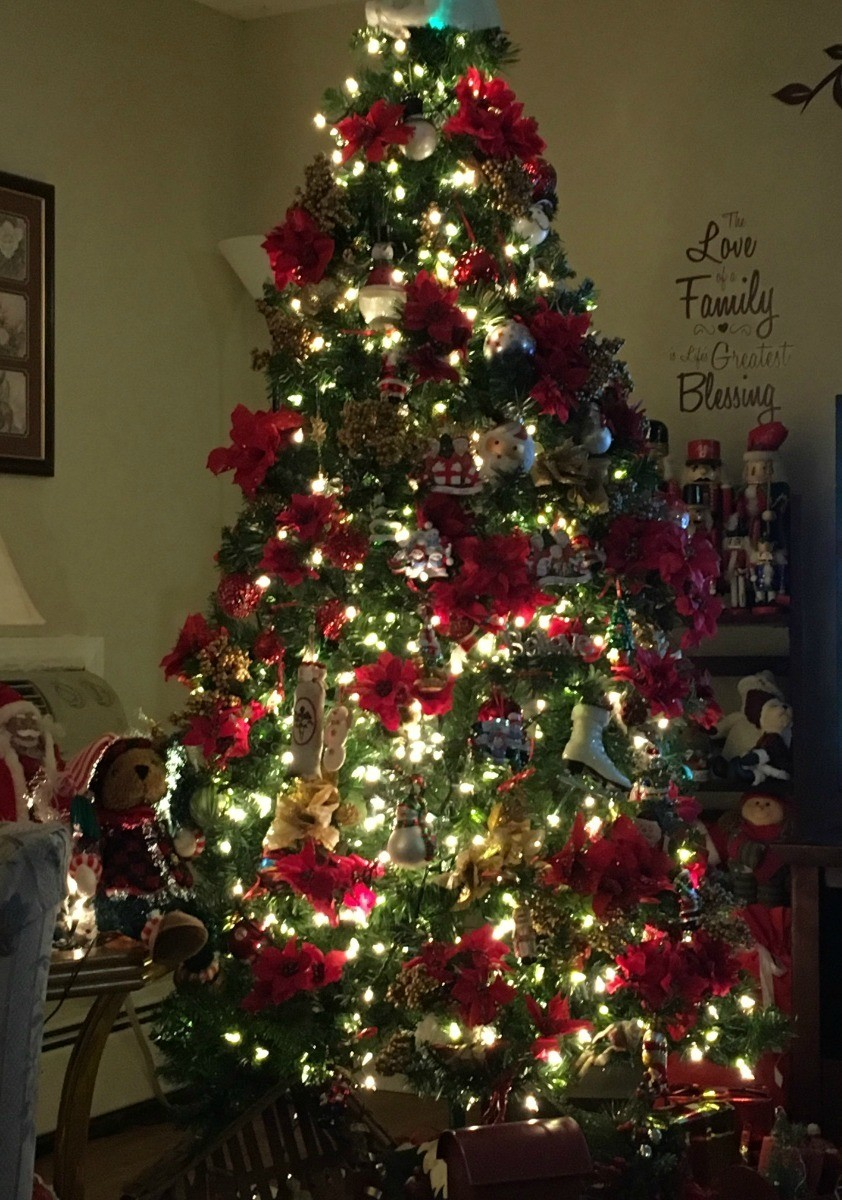 Decorating An Artificial Tree With Elegance My Frugal Christmas