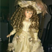 Identifying a DanDee Collectors Choice Porcelain Doll  - closeup of the doll
