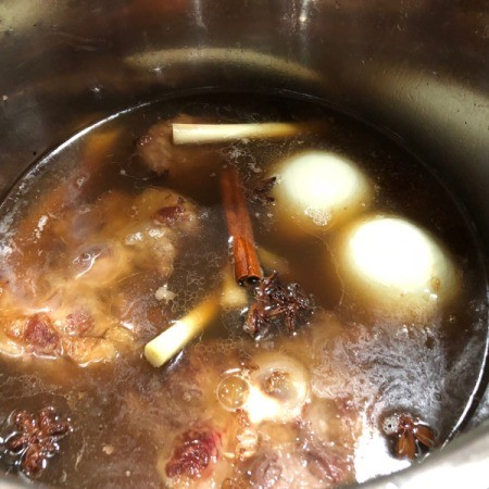 adding broth to oxtail