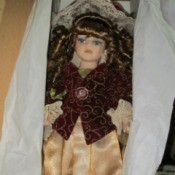 Identifying a DanDee Doll - doll with cream skirt and dark jacket