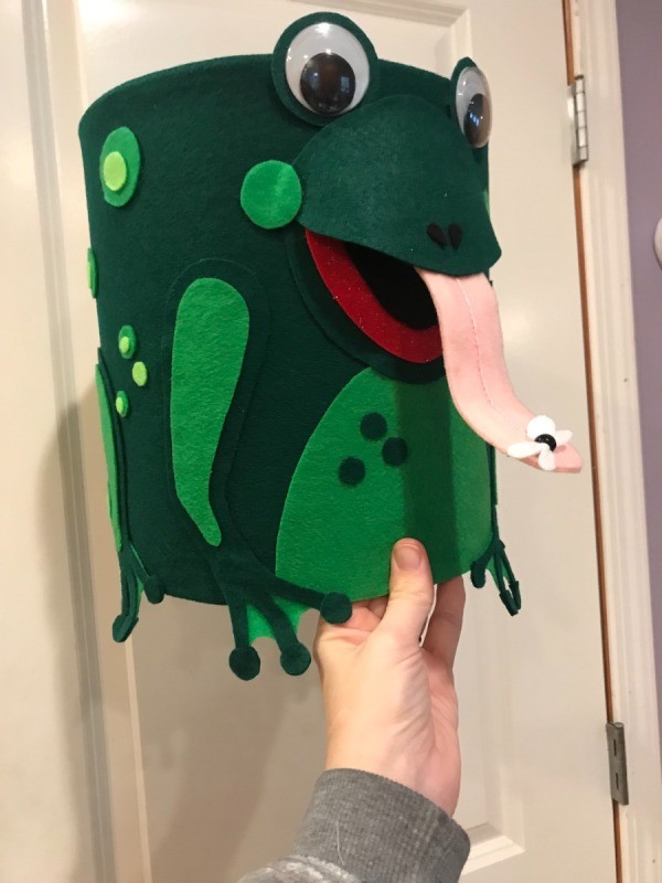 Ice Cream Bucket Frog Totem - partial side and front view