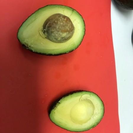 Cut the avocado in half.