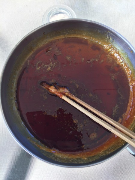 making caramel sauce