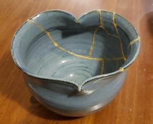 DIY Japanese Kintsugi Pottery Repair