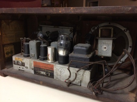Value of a RCA Victor Radio - view of the inside from the back