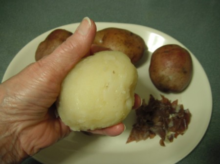 A cooked potato that has had the skin removed.