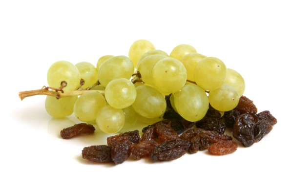 green table grapes and raisins