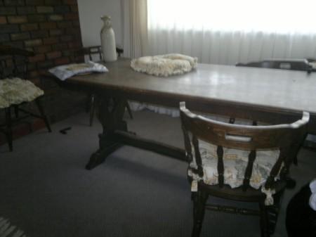 Identifying a Old Oak Trestle Table