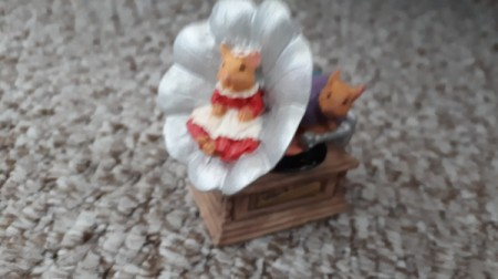 Value of a Leonardo Collection Figurine - mice on a Victrola