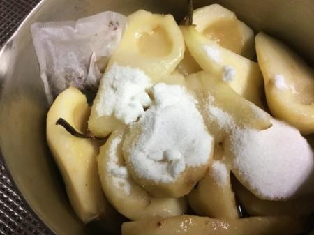 adding sugar to Pears