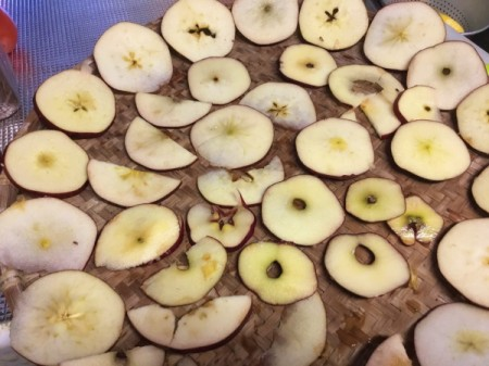 Cut apples to dry