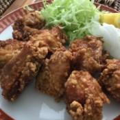 chicken on plate with lemon & veggies