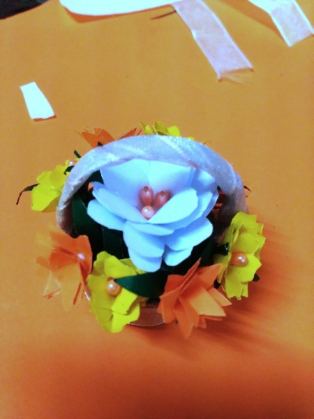 Bottle Cap Mini Flower Basket - you can add beads or other decorations to the flowers
