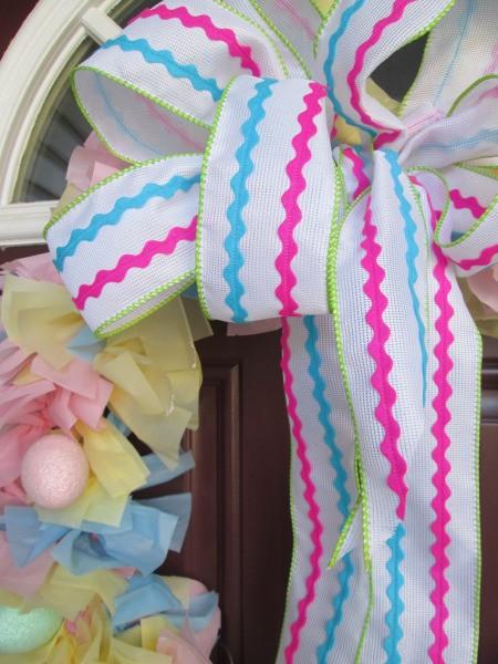 Vinyl Tablecloth Wreath - closeup of ribbon bow