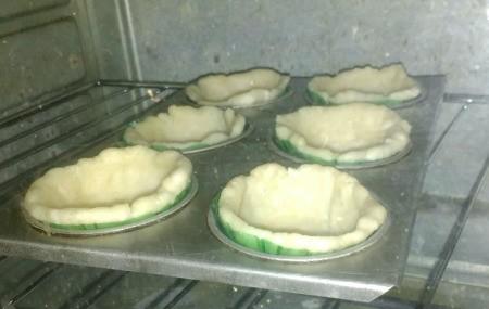 baking dough in baking cups