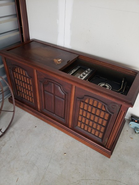 Value of a Magnavox Astro Sonic - console in the garage