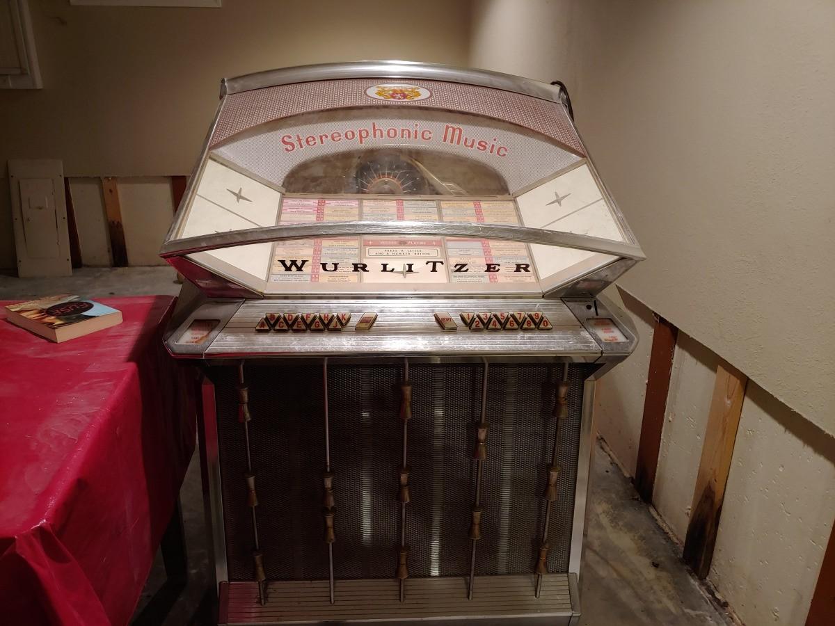 Finding the Value of a Wurlitzer Juke Box   ThriftyFun