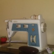 Singer Sewing Machine Not Feeding Fabric - vintage blue and white sewing machine