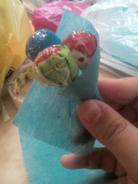 Lollipop Bouquet Garland - wrap with a 4x4 inch square of felt paper