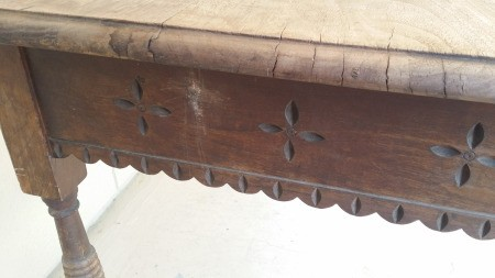 Identifying a Old Wooden Table