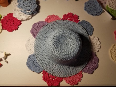 Spring Hat and Butterfly Door Hanging - arrange doilies under the brim and then glue in place