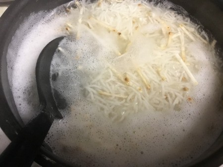 cooking noodles & rice in water