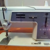 Repairing a Singer Touch and Sew 625 - vintage sewing machine