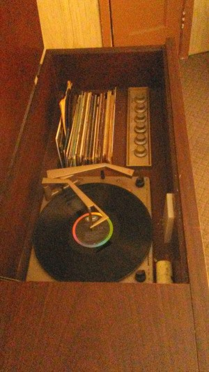 Value of My Motorola Console Record Player - inside the console
