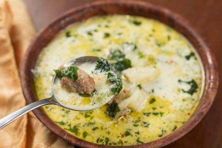 A bowl of zuppa toscana.