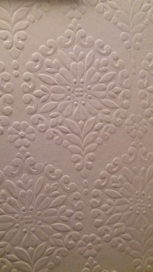 Identifying a Discontinued Anaglypta Wallpaper Pattern - floral medallion pattern