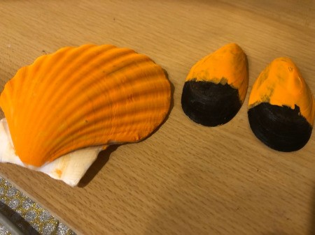 Make a Cute Fox from Shells - paint the main part of the scallop shell orange, also paint the pointed half of the mussel shells orange, allow to dry