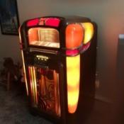 Value of a 1940 Wurlitzer 700 Jukebox  - lit up vintage jukebox