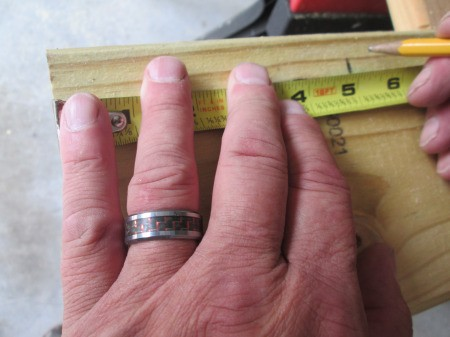 Making Super Easy Wooden Bookends- measuring lengths of wood